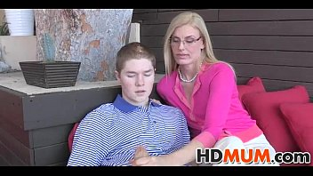 sexy girl show vagina mum gives love lessons