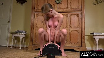 southern teen hannah hays rides a sybian for the yugizz first time
