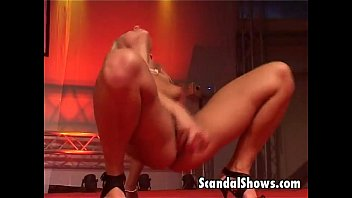 blond striper showing yuoporm off her skills