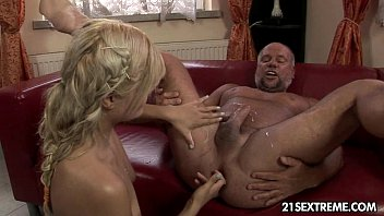 kitty rich youpourn - 5 o clock pee party