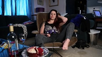 lucia love pulls down her jeans and sexvides gets off with her doxy wand