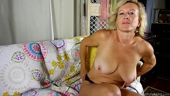 super sexy old spunker loves to talk dirty and fuck her xhemaster juicy pussy