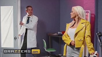 doctor danny d picha za uchi tests sienna day pussy if she can feel anything - brazzers