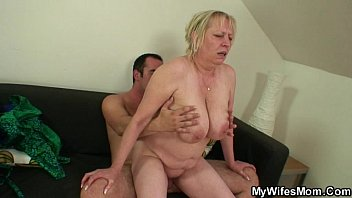 mom bang boys com she finds her old mom sitting on her bf s dick