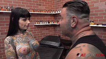 tiger lilly gets a the female orgasm com forehead tattoo while nude