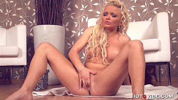 blonde babe fingering her laura lux nude eager pussy