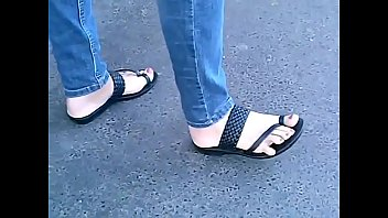 candid feet in sandals with active toes cam06409 sexporn 10 hd