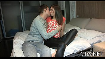 sexyhotvideo excited lady widens her legs