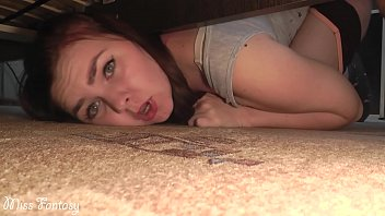 prontv stuck under the bed and was fucked in a wet pussy