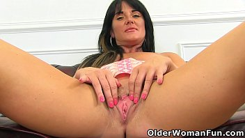 english milf leah s fanny butt naked ladies is begging for attention