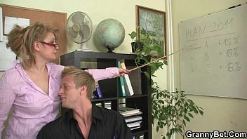 wapwon office lady gives head and gets fucked