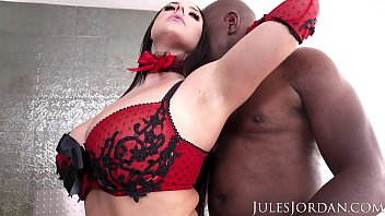 jules jordan - angela white sets a masterchan nudist booby trap for mandingo that ends in her ass