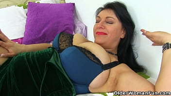 classy mature lulu pinay celebrity sex scandal plays with big tits and fanny