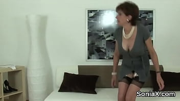 adulterous english mature lady sonia shows off her twizporn giant puppies