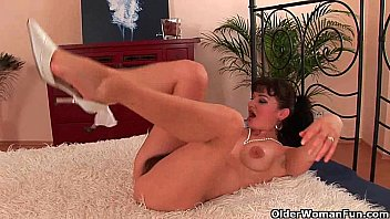 naomi scott nude hairy soccer mom unloads the neighbor s dick in her face