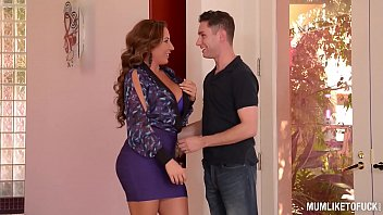 busty milf richelle ryan gets alexis dziena nude her pussy fucked and filled