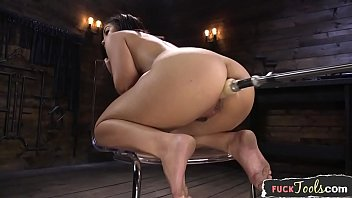 apetiyub curvy beauty machine drilled from behind