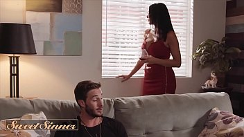 lucas frost screw his best friends mom reagan foxx on couch cums on sunny lione sex movie her body - sweetsinner