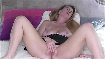 pussy girlfriend galleries rubbing on the bed