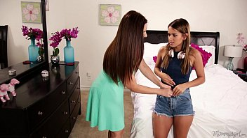 mom sniffing xxzzxx the panties of a young girl - mindi mink uma jolie