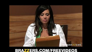 big-tit brunette doctor uses her patient peliculas para adultos gratis for a sexy threesome