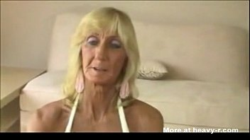 old woman girl getting finged gives titfuck