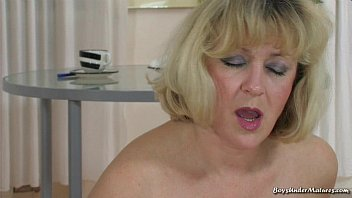 omegle vip blonde mature mom with young boy