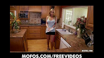 curvy naked country girls busty blonde fucks her pink pussy in the kitchen