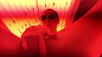 getting myself off cichodajki in the tanning bed