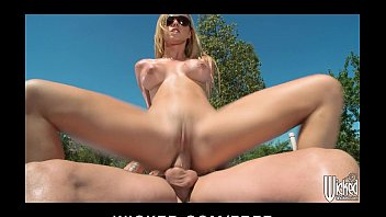 dripping wet blonde jessie rogers gets hard jav24us dick at the car wash