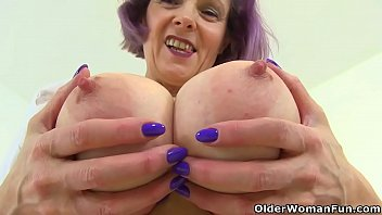 english milf tigger plays with her big xhxx tits and pink fanny