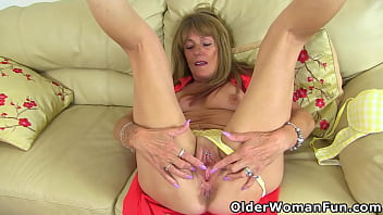 british gilf pandora works her old girls spread her legs fanny with vibrator