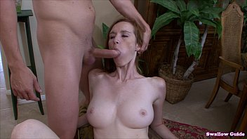 dee dee lynn xvideos in gives head and guzzles man chowder