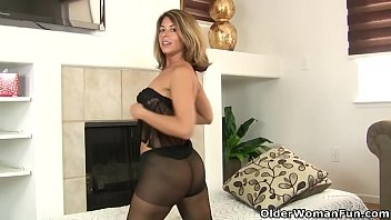 american milf sunney leon com niki will whet your appetite for her pantyhosed pussy